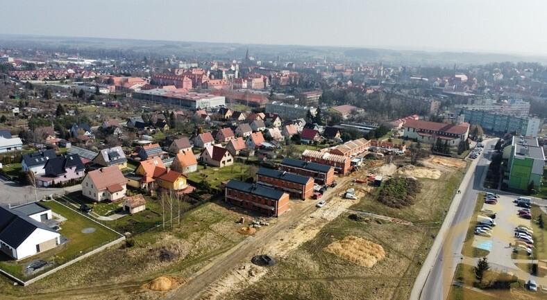 3_dom_jednorodzinny_stan_deweloperski_Lubań_Nieruchomości_Biuro_Łowejko