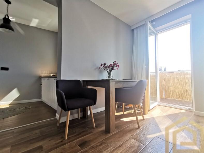 apartament_wysoki_standard_bolesławiec_centrum_miasta_duży_balkon_biuro_nieruchomości_Łowejko_miejsce_parkingowe_2_pokoje_mieszkanie_na_sprzedaż_świetna_lokalizacja